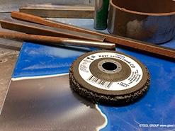 Чистим краску с дерева болгаркой — легко! Идеальные круги для удаления краски.